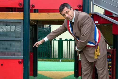 Dominique Bailly, maire UDI de Vaujours dans l'aire de jeux accessible qu'il a créé dans sa commune