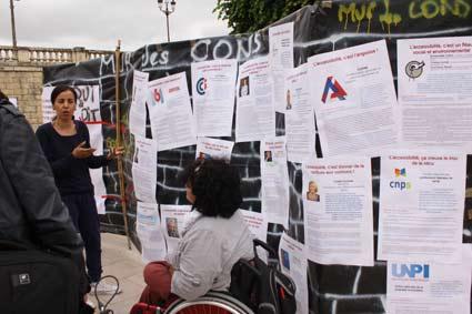 """Photo du """"Mur des cons"""" de la délégation du APF du Gers"""