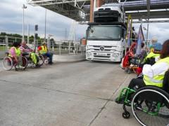 """Vue de l'opération """"péage gratuit"""" organisée à Muret par les adhérents de la délégation de Haute-Garonne"""